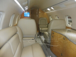 12-22 Lear 60 - Bar, sofa and rear cabin