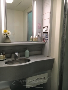 14-44 Lavatory, wild - Center (NS), sink and vanity c
