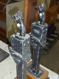 33-39 C17 Control stick - pair a